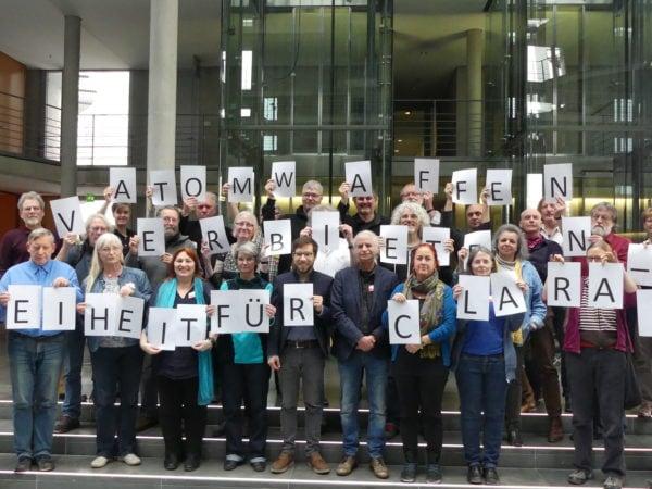 Solidarische Grüße aus dem Bundestag: Atomwaffen verbieten! Solidarität mit Clara Tempel!
