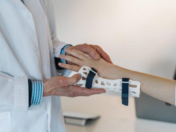 Rechte von Patientinnen und Patienten müssen deutlich gestärkt werden – LINKE fordert Härtefallfonds und Erleichterungen bei Beweislast